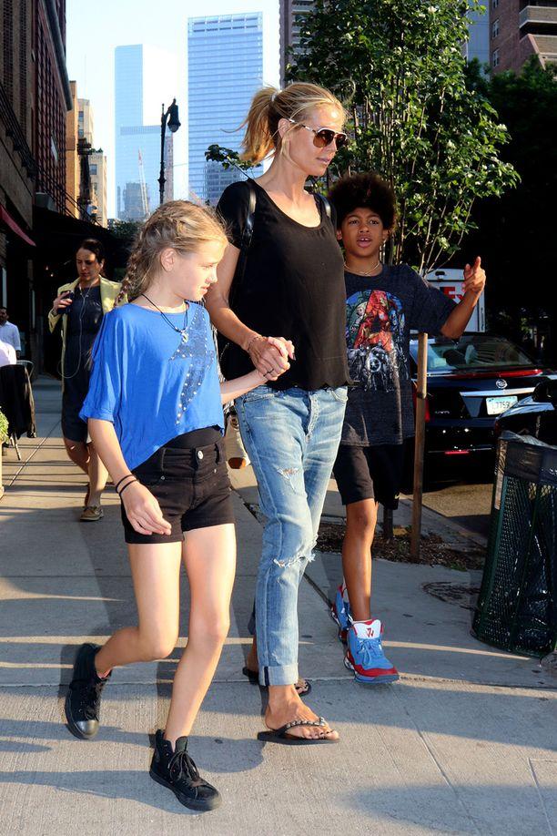 Kuvassa Leni äitinsä Heidi Klumin kanssa vuonna 2015.