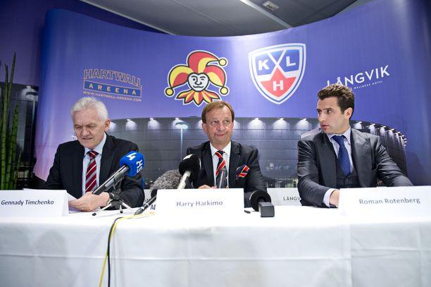 Gennadi Timtshenko (vas.), Hjallis Harkimo ja Roman Rotenberg ovat nyt ulkona Jokereista.