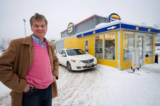 Hampurilaisketju Snackyn entinen omistaja Jukka Nieminen on vangittu yli miljoonan euron talousrikoksesta epäiltynä. Niemisen firman konkurssipesä on viime viikolla myyty ruotsalaiselle taholle.