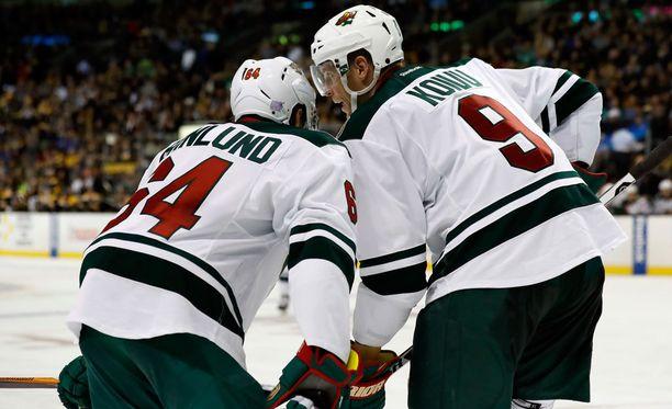 Minnesota Wildin Mikko Koivu (oik.) ja Mikael Granlund ovat suomalaispelaajien palkkaeliittiä.