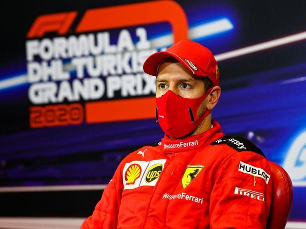 Sebastian Vettel nousi Turkissa pitkästä aikaa palkintopallille.