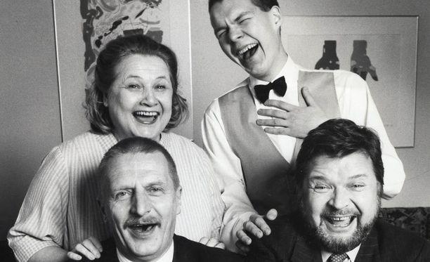 Anja Pohjola, Mikko Roiha, Matti Tuominen ja Eero Melasniemi saunottivat ja kestittivät vieraita Hyvissä herroissa.