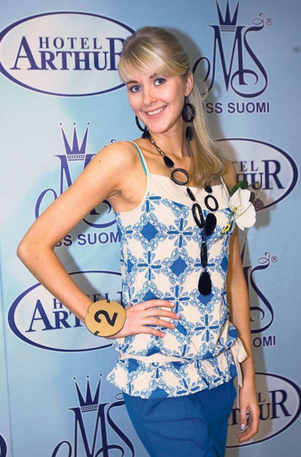 VAIKEUKSISTA VOITTOON. Hanna-Maria Manner kilpailee Suomen kauneimman kruunusta.