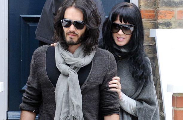 Katy ja Russell kuvattiin viikonloppuna Russellin Lontoon asunnon edustalla matkalla lounaalle.
