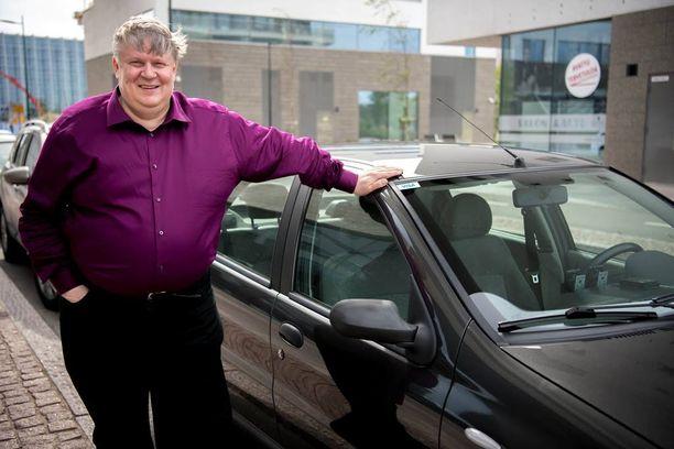 Timo Liespuu aloitti työt taksinkuljettajana jo vuonna 1994. Viimeiset puoli vuotta hän on toiminut Uber-kuljettajana. Uber-kuljettajana hän on ajanut yli 1500 kyytiä.