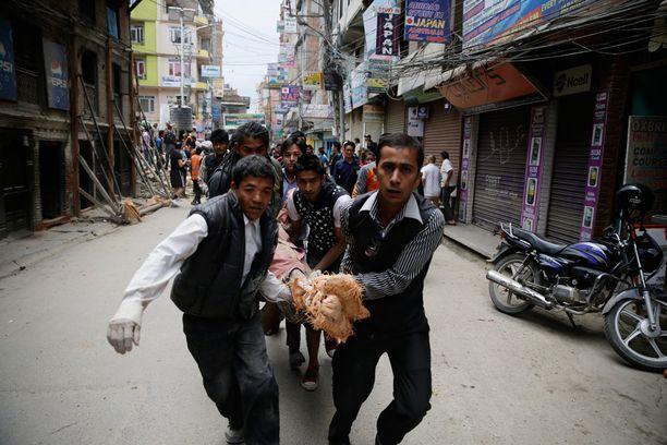 Sekasorto valtasi Kathmandun kadut maanjäristyksen jälkimainingeissa, kertoo tapahtumia todistanut kuvaaja Timelle.