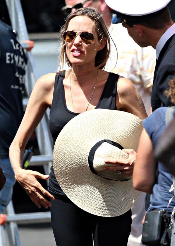 Angelina Jolie Murtumaton-elokuvan kuvauspaikalla vuosi sitten.