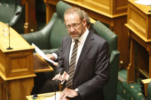 Oikeusministeri Andrew Little piti uudistusta hyvänä.