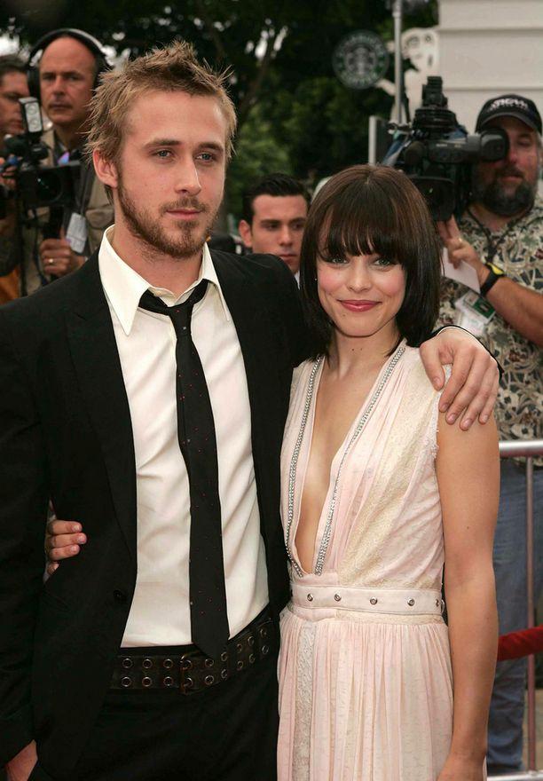 Vuonna 2004 Rachel ja Ryan Gosling edustivat yhdessä The Notebook -leffan ensi-illassa.