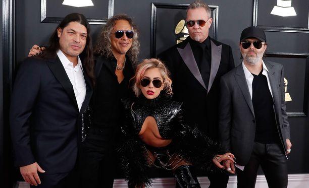 Metallican ja Lady Gagan yhteisshow ei mennyt ihan putkeen.