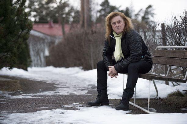 Tommi Läntinen kertoo viime syksyn olleen rankka. Laulaja menetti lyhyen ajan sisällä ympäriltään monta läheistä ystävää taivaalliseen laulukuoroon.