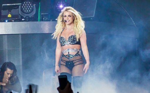 Britney Spears palasi Instagramiin – oudot kuvat ja videot saivat fanit huolestumaan