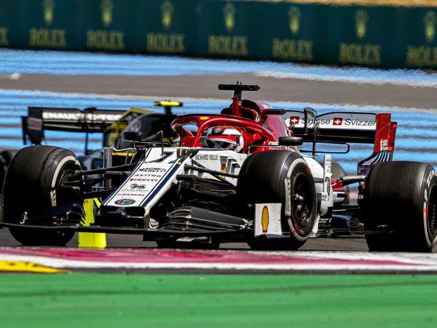Kimi Räikkönen käytti hyväkseen mahdollisuuden valita kilpailussa käytettävät renkaat vapaasti.