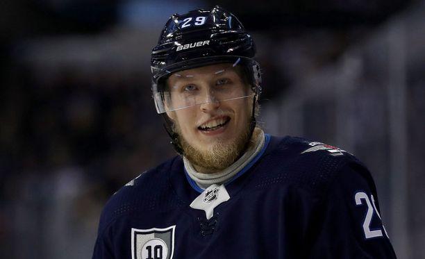 Patrik Laineen parta puhuttaa NHL-piireissä.