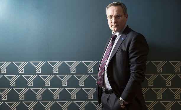 Suomen Yrittäjien toimitusjohtaja Mikael Pentikäinen on toiminut vuosikymmenen alussa Helsingin Sanomien ja Maaseudun Tulevaisuuden vastaavana päätoimittajana.