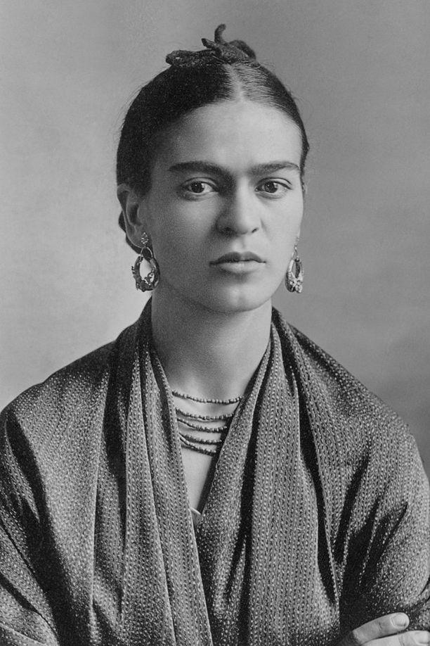 Frida Kahlo isänsä Guillermo Kahlon valokuvaamana vuonna 1932.