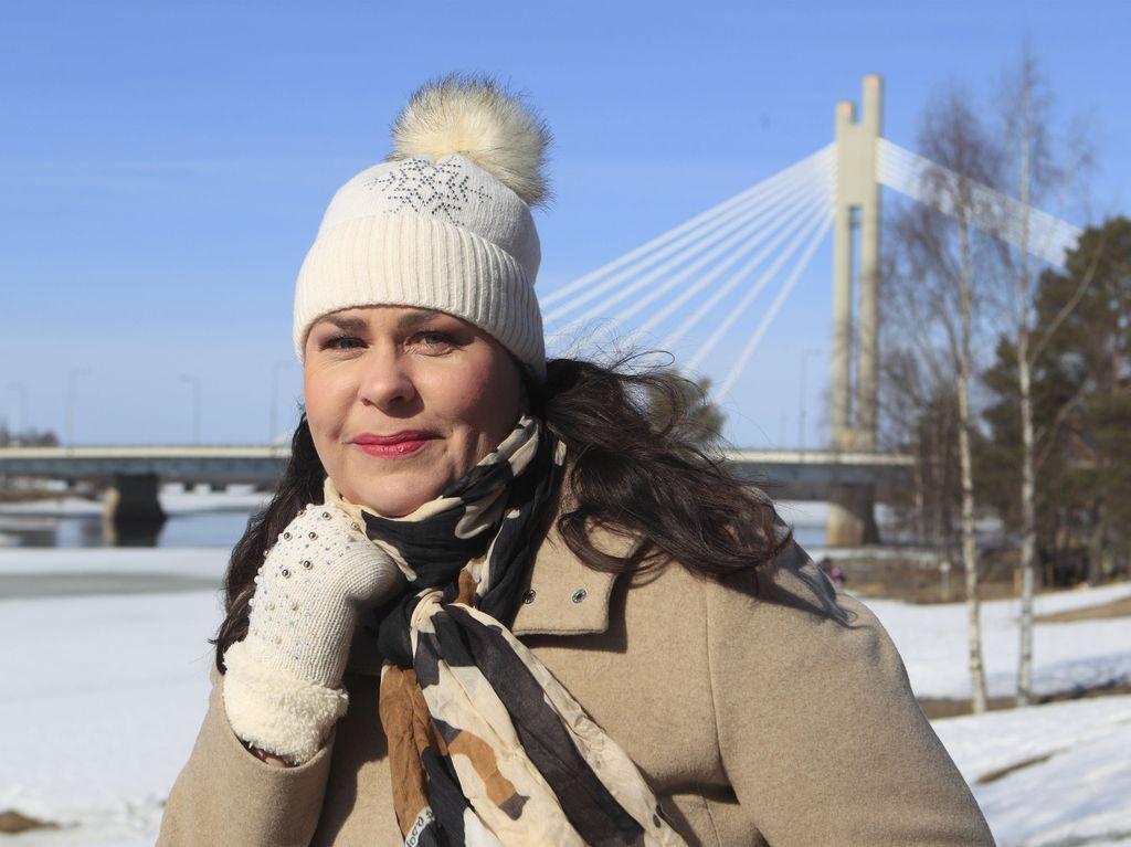 Kansanedustaja Johanna Ojala-Niemelälle diagnoosi aivokasvaimesta toi täyspysähdyksen kiireiseen arkeen.