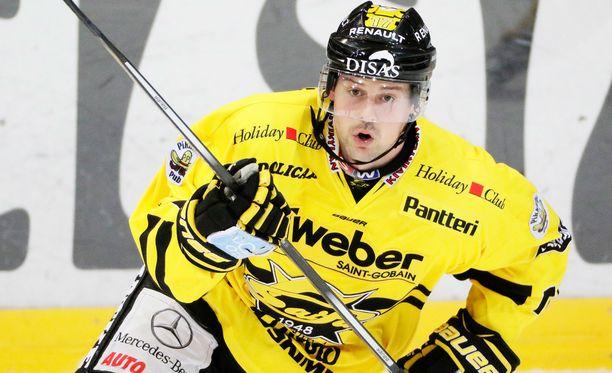 Runkosarjan maalikuningas, SaiPan Chad Rau sai playoff-maalitilinsä auki tiistaina Jyväskylässä.
