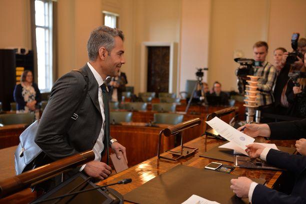 Rauhanneuvottelija Hussein al-Taee (sd) on uusi kansanedustaja.
