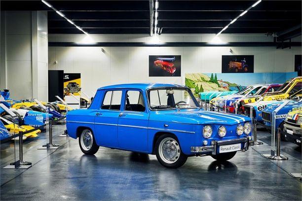 Renault 8:aa valmistettiin vuosina 1962 - 1972. Auto oli Dauphinen seuraaja.
