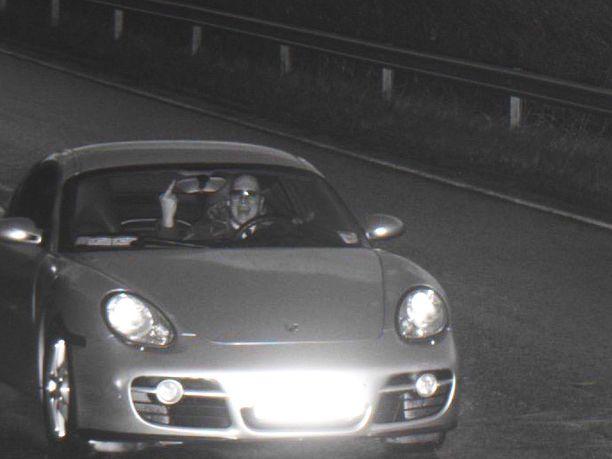 Poliisin nopeusvalvontakamera ikuisti Ossi Jaalan mielenilmaisun.