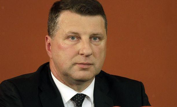 Puolustusministerinä toiminut Raimonds Vejonis äänestettiin Latvian uudeksi presidentiksi.