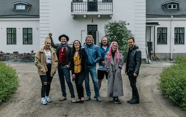Vain elämää -sarjan yhdeksännellä kaudella nähdään Evelina, Tuure Kilpeläinen, Anne Mattila, Pepe Willberg, Pyhimys, Ellinoora ja Lauri Ylönen.