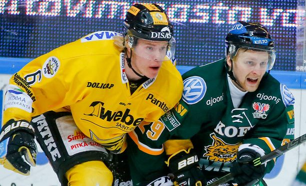 Sam Lofquist (vas.) ja Matias Sointu kohtaavat tänään Hakametsässä.