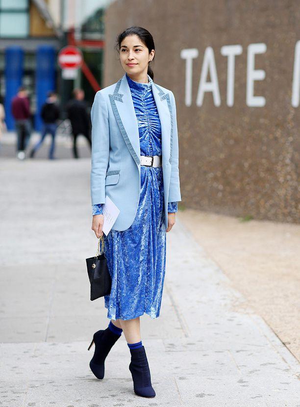 Päästä varpaisiin -sininen näyttää yllättävän elegantilta.
