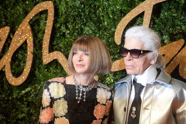 Vogue-muotilehden päätoimittaja Anna Wintour ja Karl Lagerfeld.