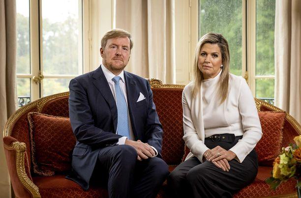 Kuningas Willem-Alexander ja kuningatar Maxima ovat pahoillaan aiheuttamastaan kohusta.
