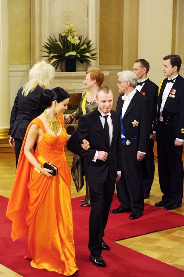 Jenni Vartiainen ja Jukka Immonen juhlivat Linnassa presidentti Tarja Halosen kutsumina.