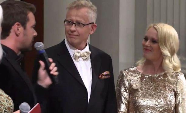 Kuvassa Pekka Pouta parinsa Jutta Heleniuksen kanssa julkistamistilaisuudessa.