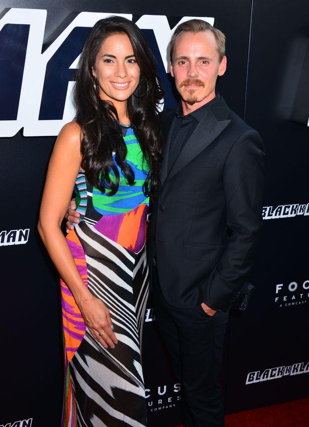 Alexandra Escat ja Jasper Pääkkönen ovat näyttävä pari.