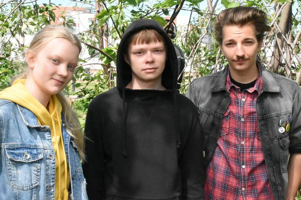 Sarjan keskeisiin hahmoihin kuuluva Papillon (Elias Westerberg, kuvassa oikealla) saa rinnalleen kaksi uutta hahmoa Sonjan (Aino Ojala, vasemmalla) ja Sampon (Samuli Hokkanen).