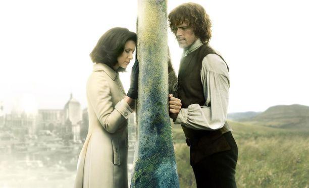 Outlanderissa liikutaan eri aikakausissa.