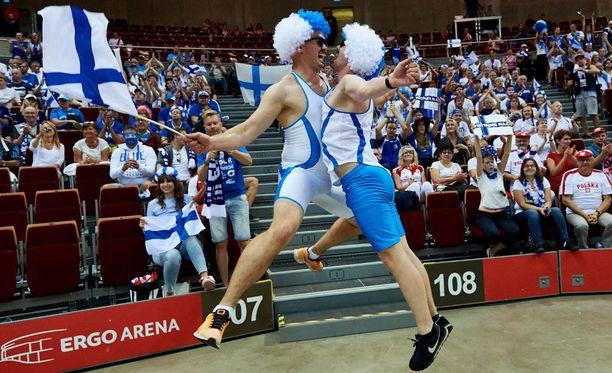 Suomalaiset fanit saavat kannustaa vielä ainakin yhden EM-matsin verran.