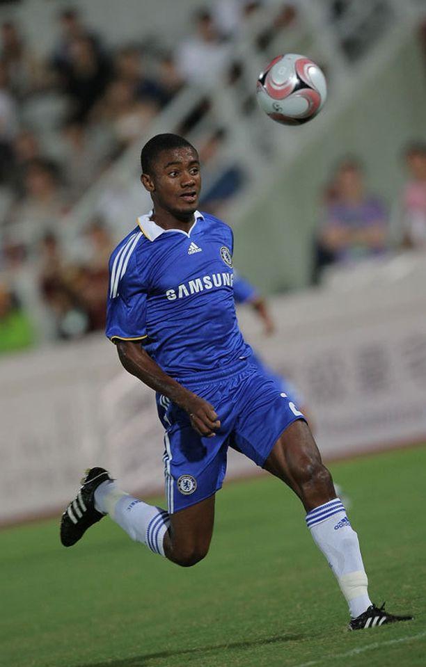 Entinen Chelsea-hyökkääjä Salomon Kalou on West Bromwichin kiikarissa.