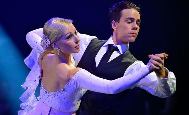 Krisse Salminen ja Matti Puro tanssivat seitsemännen tuotantokauden voittoon syksyllä 2012.