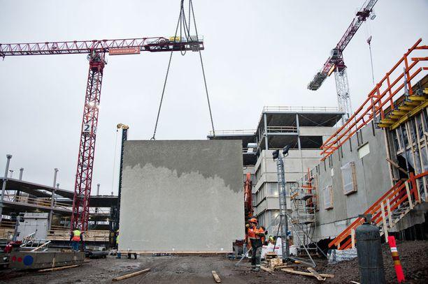 Rakennusteollisuuden pääekonomistin mukaan pahin pula on työmaamestareista, projektinjohdosta ja osin kustannuslaskijoista.