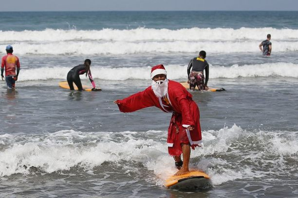 Balilla pukkikin harrastaa surffausta.