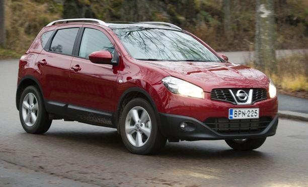 Suosikeista Nissan Qashqai 1,6:n (kuvassa) ajoneuvovero olisi 2,68 senttiä/km ja Toyota Avensis 1,8:n 3,05 senttiä/km.