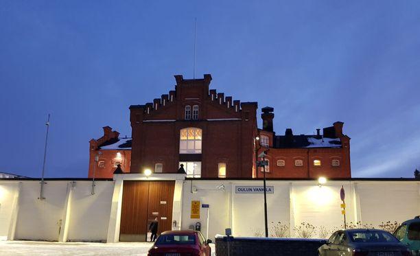 Käräjät pidetään poikkeuksellisesti Oulun vankilassa.