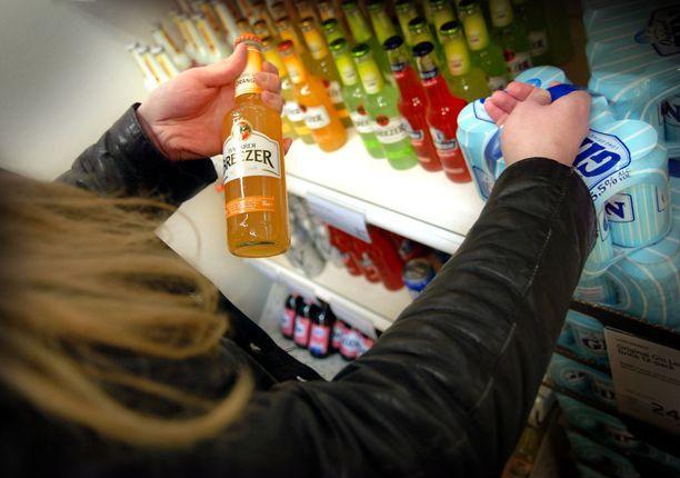 Nuorten alkolinkulutuksesta on saatu viime vuosina kertoa hyviä uutisia. Nyt nuorten alkoholinkulutus on kääntymässä taas kasvuun.