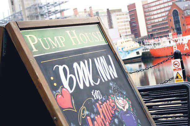 Sataman pubit ovat myös paikallisten suosiossa.