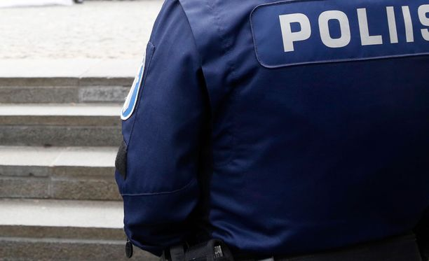 Poliisina esiintynyt mies sai yhden vuoden ehdottoman vankeusrangaistuksen.