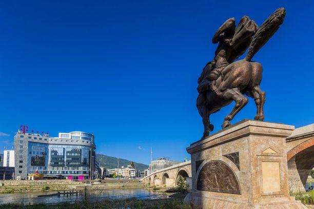 Skopjessa riittää monumentteja sekä yliampuvaa nykyarkkitehtuuria.