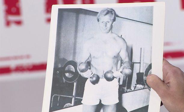 Juhani Tamminen näki tämän vanhan kuvan itsestään.