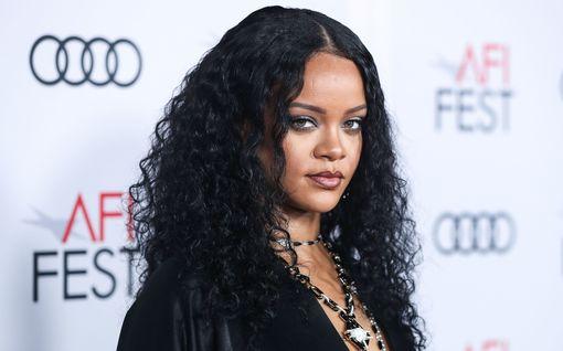 """Fenty-merkki lopettaa: """"Edes Rihanna ei myy pandemia-aikaan"""""""