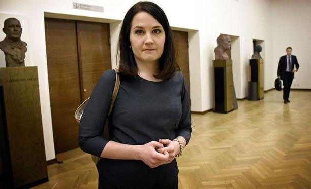 Oikeus- ja työministerin salkun lisäksi jaettavaksi voisivat tulla kokoomuksen Sanni Grahn-Laasosen hoitama opetus- ja kulttuuriministerin